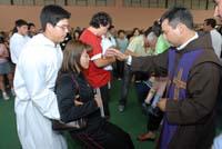 Miles de Fieles En Misas de Sanación